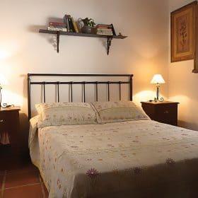 alojamiento rural malaga- dormitorio ppal.