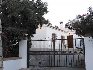 casa rural en Cómpeta- puerta de acceso a la casa