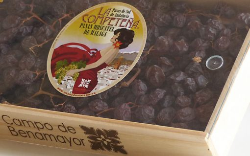 Estuche de madera con tapa transparente conteniendo pasas de Málaga